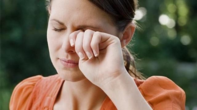 Дергается глаз при беременности - причины возникновения тика, что предпринять, чтобы глаз перестал дергаться
