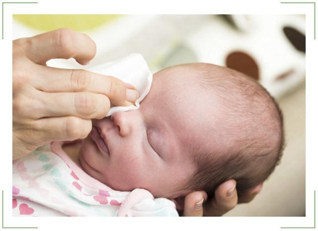 Чем промывать или протирать глаза при коньюктивите у детей