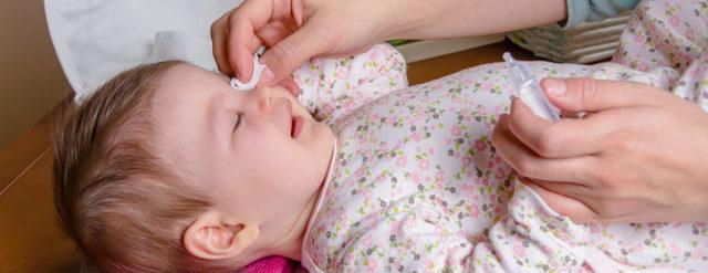 Чем лечить конъюнктивит у новорожденных, симптомы и лечение глаз у грудничков и младенцев