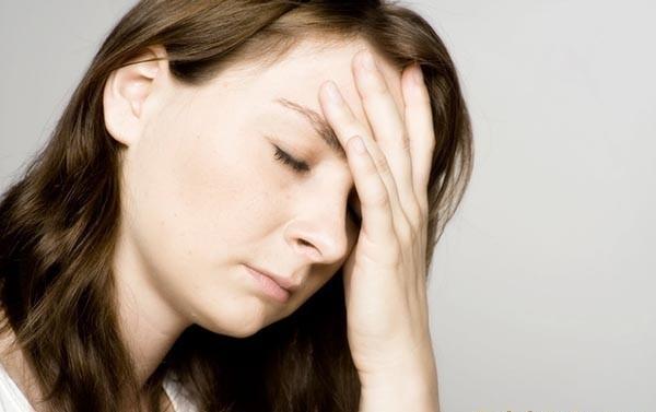 Почему глаз дергается, нервный тик глаза: причины и лечение
