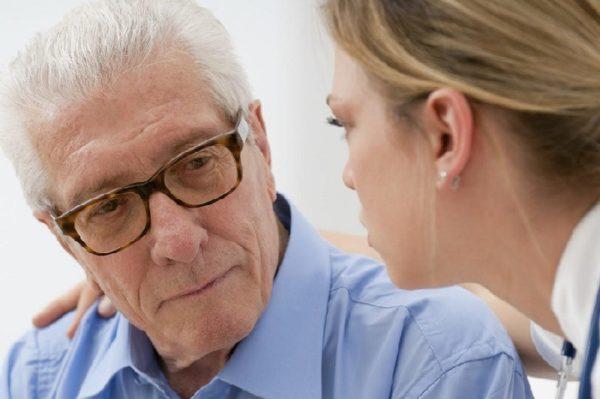 Лечение катаракты у пожилых людей: операция начальной возрастной, старческой