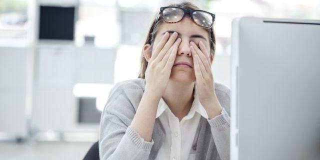 Что делать если покраснел глаз и болит, как убрать покраснение?